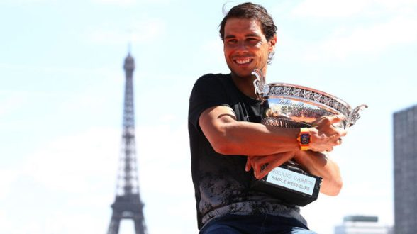 Rafael Nadal with 2017 French Open trophy, Eiffel Tower_7083367_ver1.0_640_360
